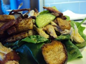 Salad with bacon, chicken and croutons