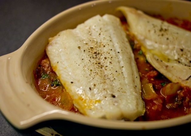 Fish baked in tomato and chorizo sauce | easyteas